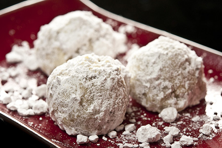 black-walnut-cookies-with-snow