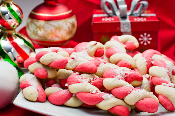 Candy-cane-cookies-with-ornaments