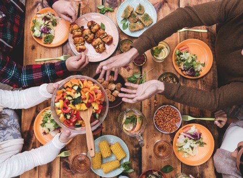 friends-passing-food-dinner-table